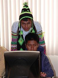 autochtones travaillant